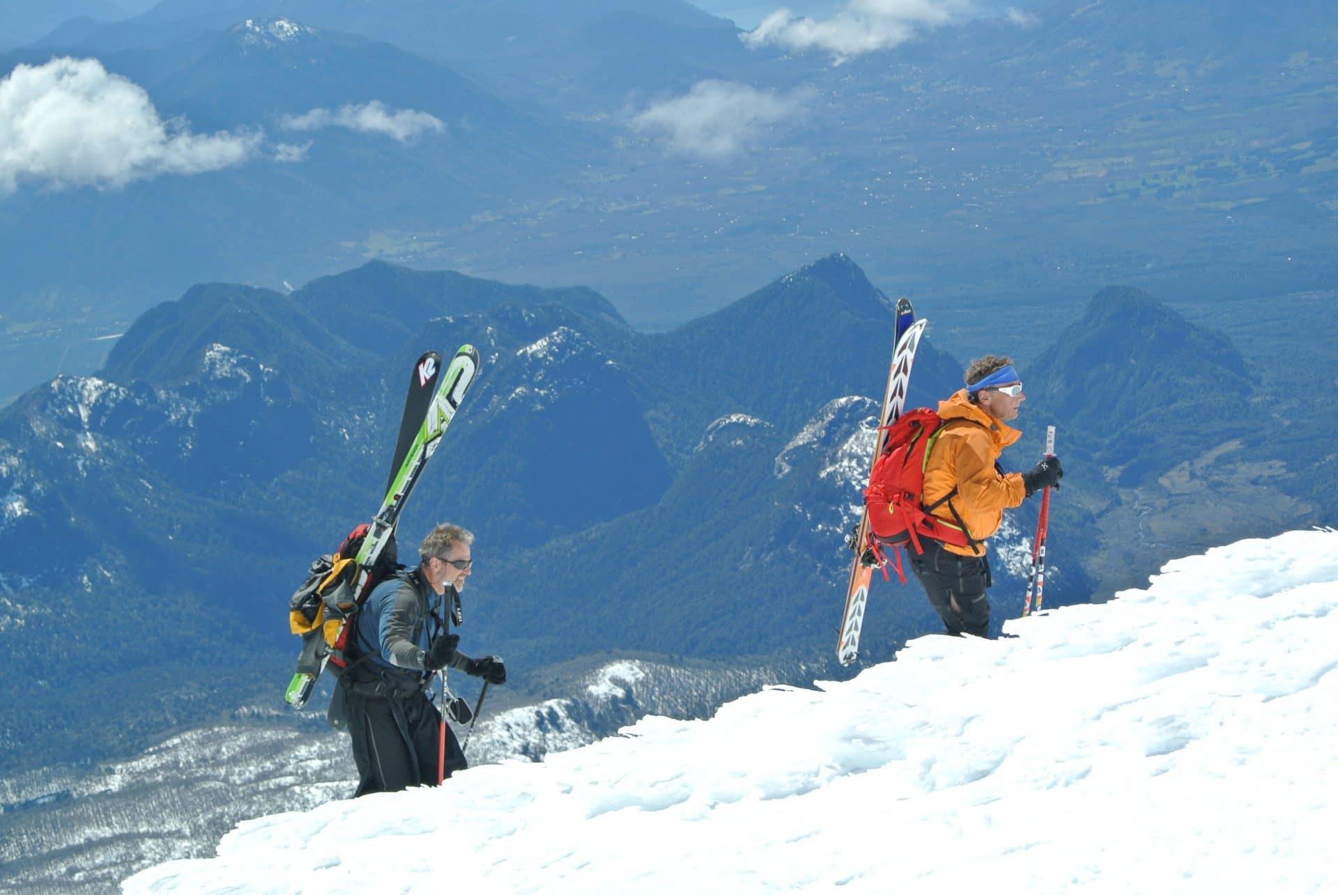 Helyum_Xavier-Carrard_Guide-de-montagne_Ski_Voyage_Argentine_Chili_Volcan-Lonquimay_arête-sommitale