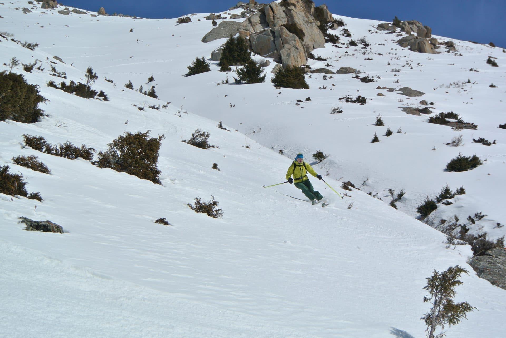 Helyum_Xavier-Carrard_Guide-de-montagne_Ski_Voyage_Kirghistan_Asie-Centrale_Face-sud_Didier-Genecand_Radys