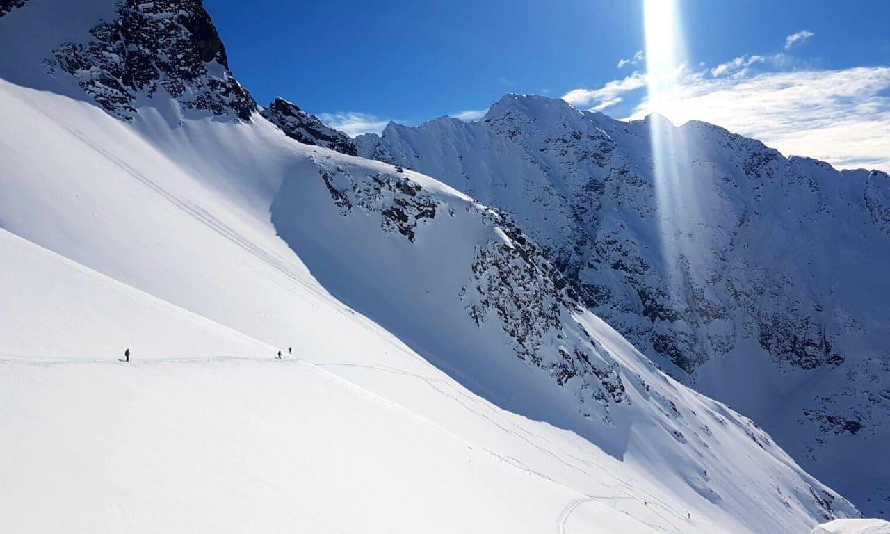 "<span style=""font-size:1.5em;"">SKI</span><br/>Alpes de Lyngnen ski-bateau<br/>/// avril 2018 ///<br/><span style=""color: #B22222;"">Complet</span>"