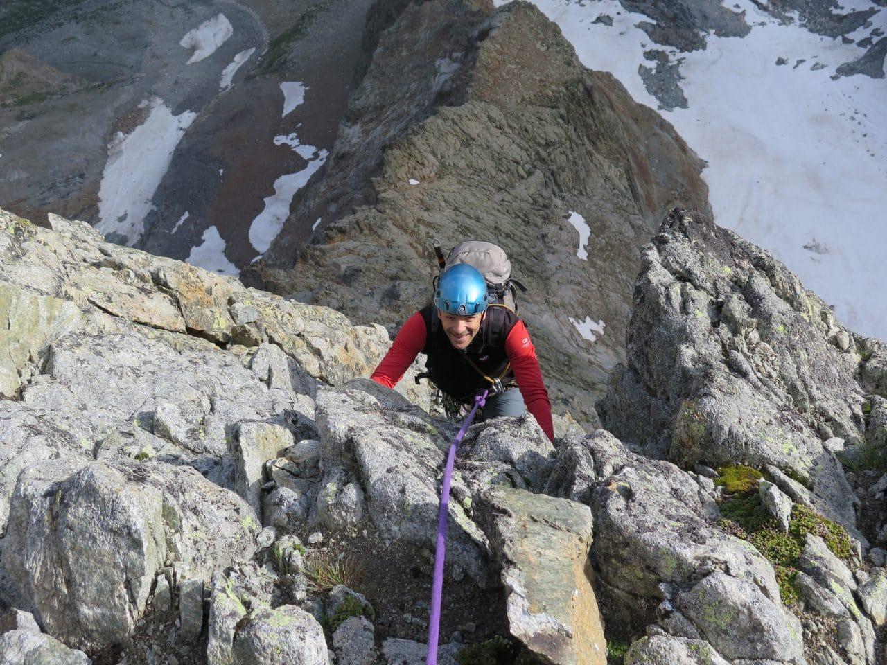 Eperon-nord-pointe-amont-Ecrins-helyum-guides-xavier-carrard-troisieme-ressaut-france