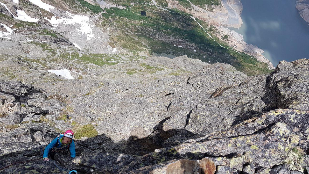 Perrons-de-Vallorcine-face-nord-ouest-Antipode-escalade-trad-silvana-carrard-helyumguides-france
