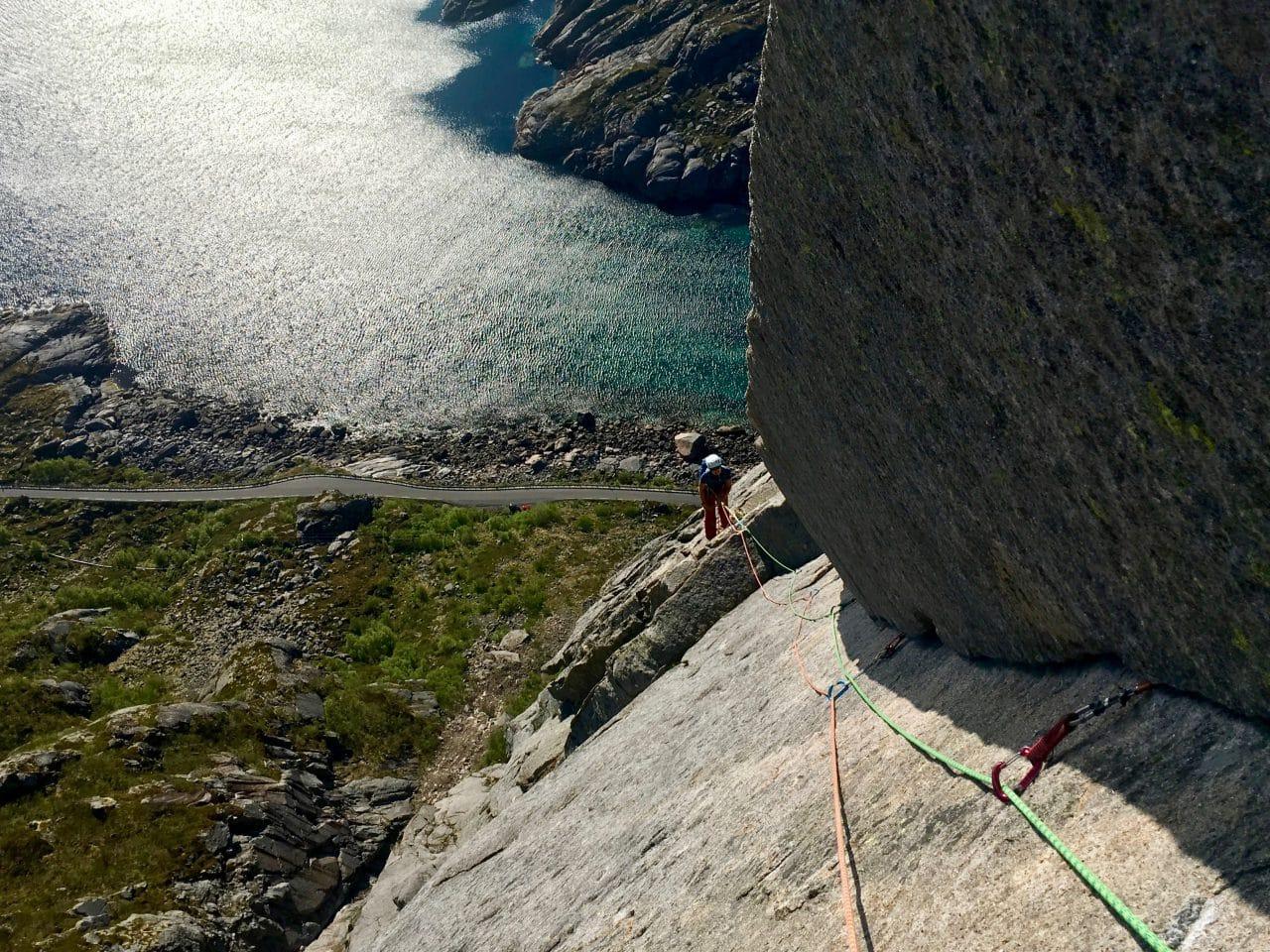 lofoten-presten-norvege-escalade-voyage-helyum-yann-nussbaumer-escalade-presten-vestpillaren-guide-de-montagne