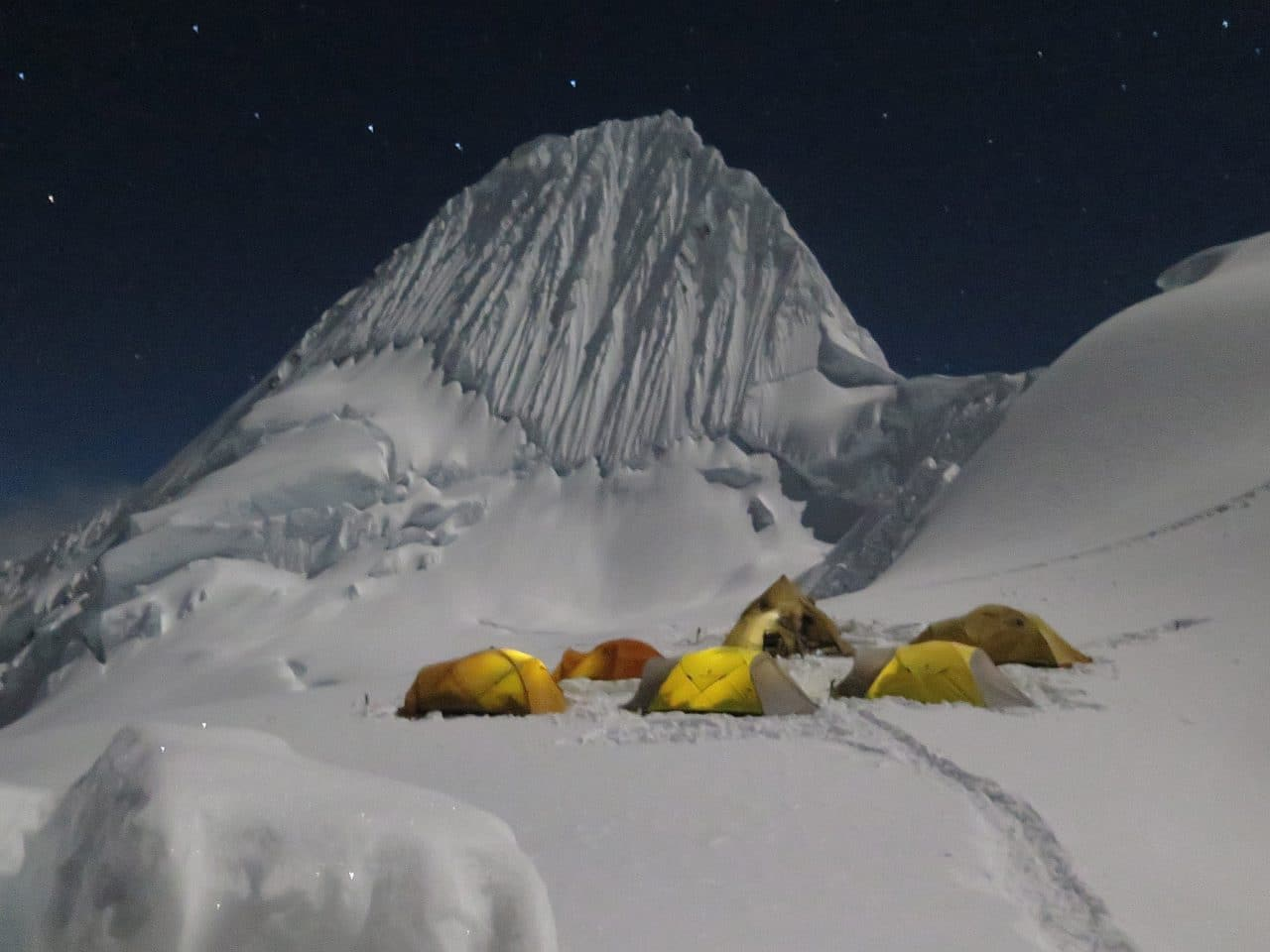 perou-helyum-guides-de-montagne-expedition-camp-1-alpamayo