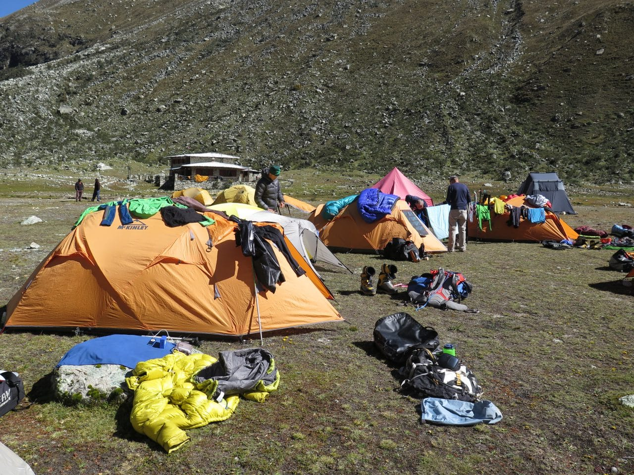 perou-helyum-guides-de-montagne-expedition-camp-de-base