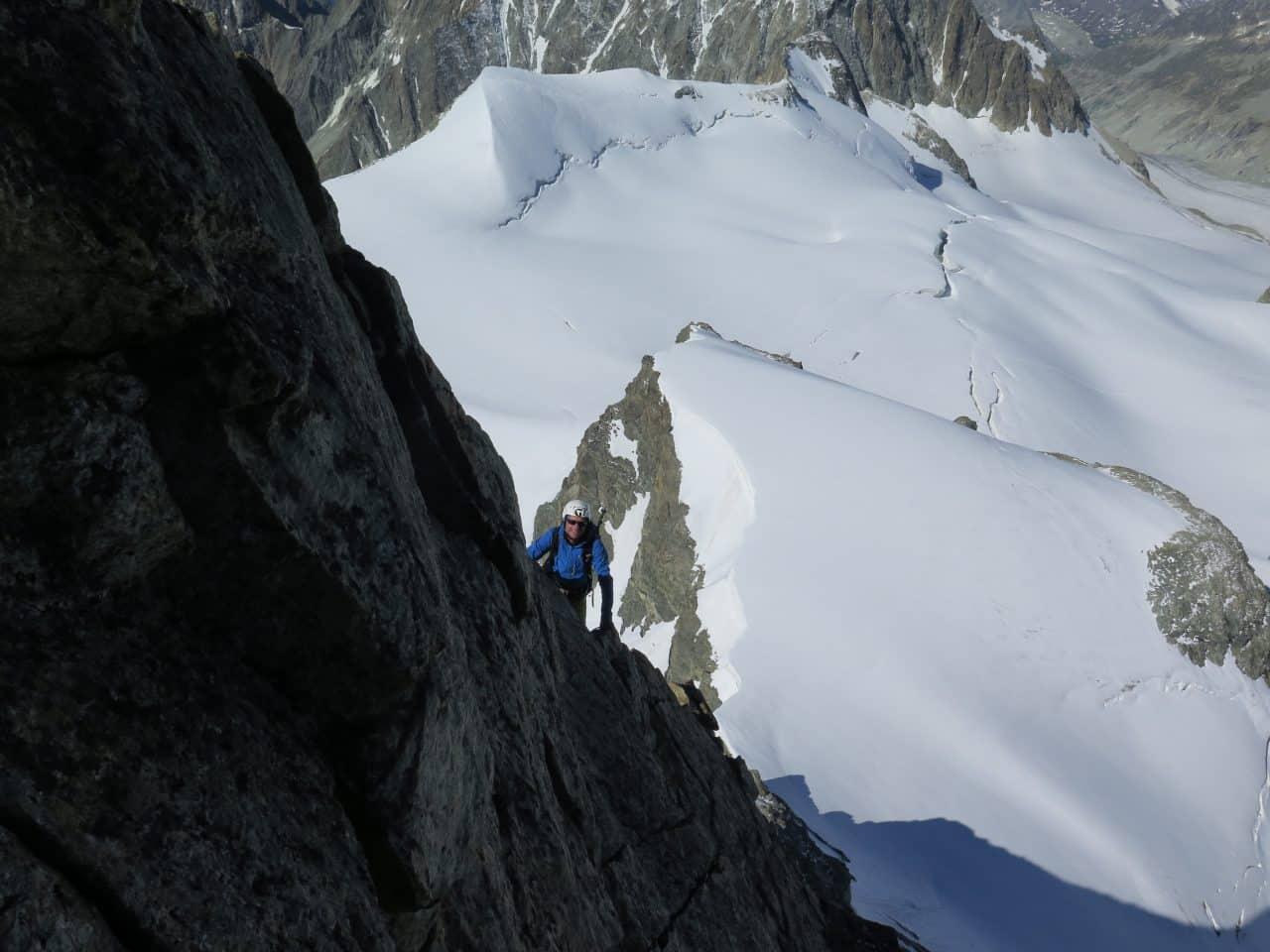 Arete-sud-ouest-eveque-arolla-valais-ambiance-xavier-carrard-helyum-guide-de-montagne