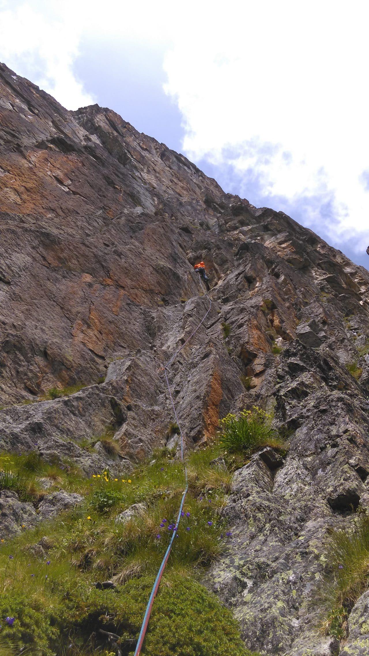 sqautteur de lune, belle voie à la pointe Vouilloz, xavier carrard guide de montagne helyum.ch