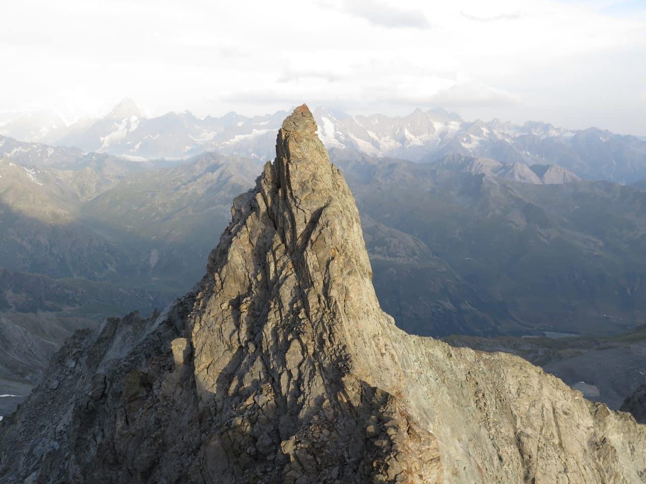 arete-de-tseudet-velan-dent-de-proz-valais-helyum-xavier-carrard-guide-de-montagne-geneve