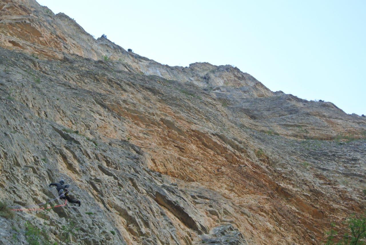 escalade-gillardes-premiers-pas-delsa-yann-nussbaumer-guide-de-montagne-helyum-suisse
