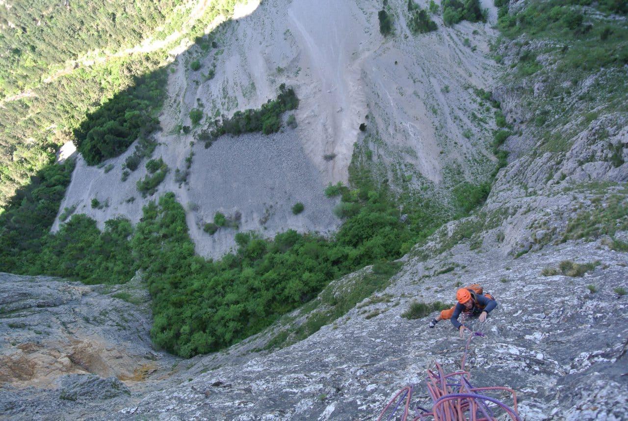 escalade-gillardes-sous-la-griffe-de-lucifer-alexandre-gal-guide-de-montagne-helyum-suisse
