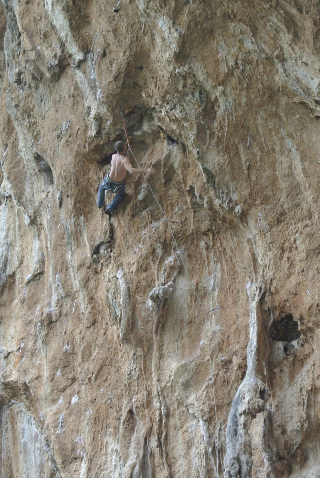 escalade-grece-athenes-xavier-carrard-guides-de-montagne-helyum-club-des-six-grotte
