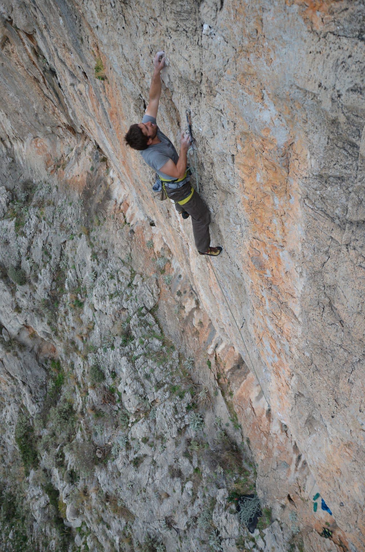 escalade-grece-athenes-yann-nussbaumer-guides-de-montagne-helyum-club-des-six