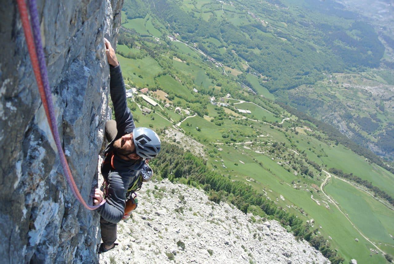 escalade-le-pierroux-devoluy-y-a-til-des-vers-dans-le-relip-yann-nussbaumer-guide-de-montagne-helyum-suisse
