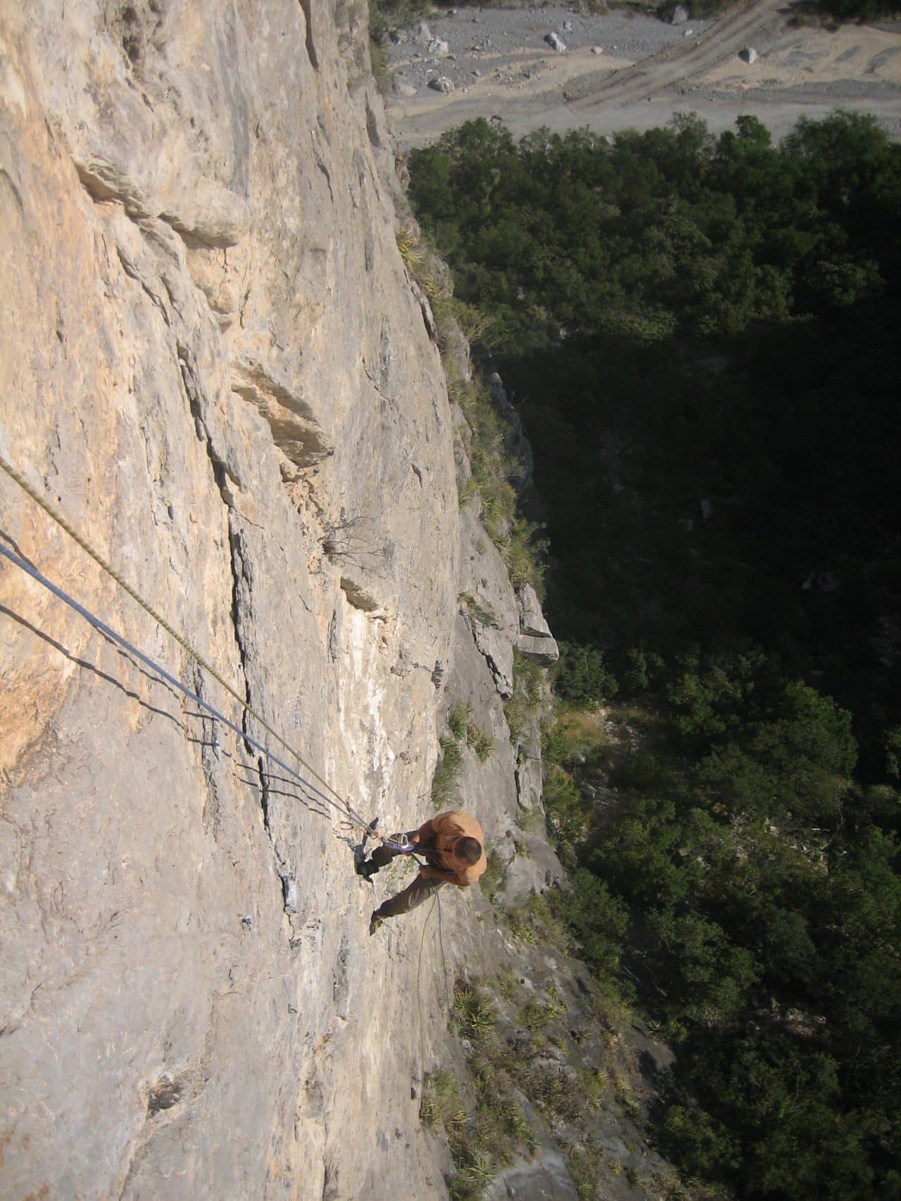 escalade-mexique-potrero-chico-sendero-del-diablo-xavier-carrard-helyum-guide-de-montagne-roc-trip-