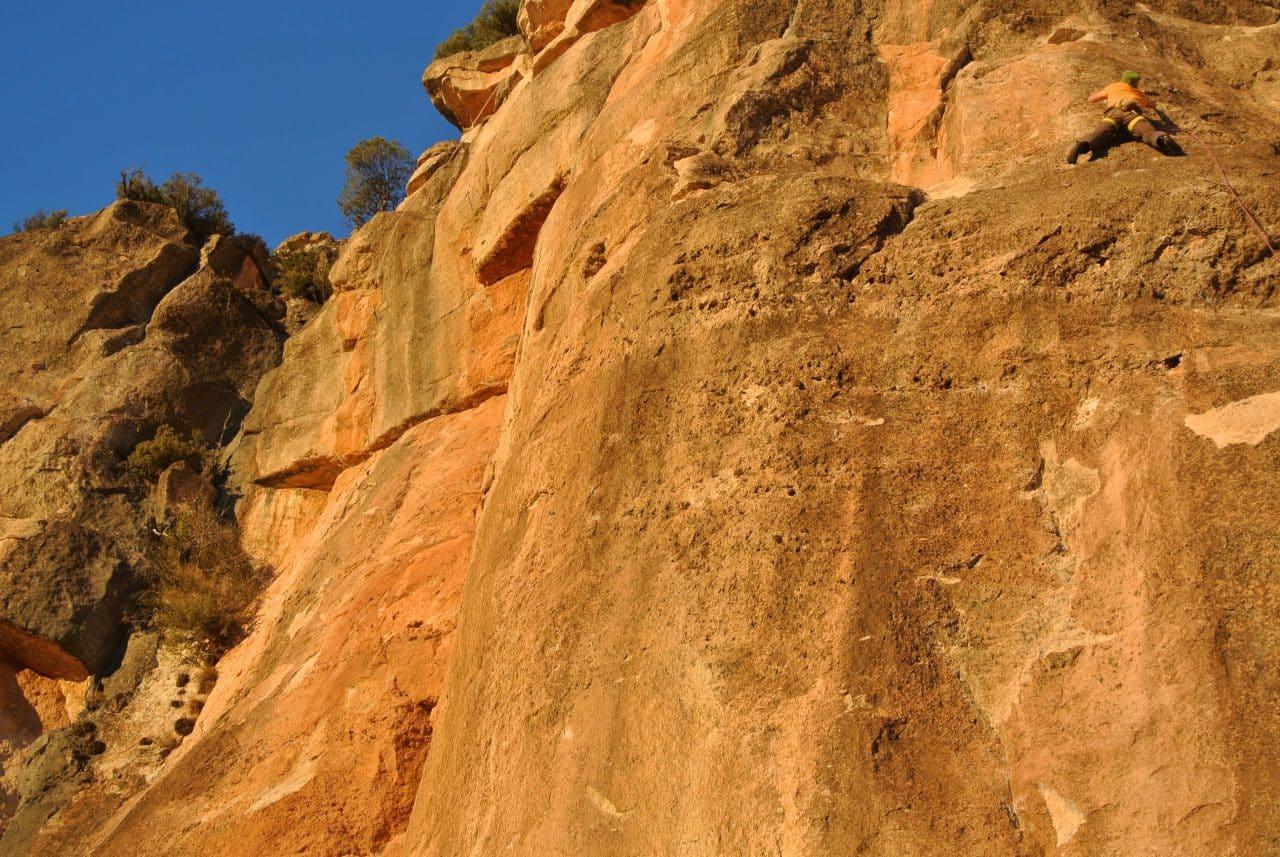 yann-nussbaumer-roc-trip-espagne-siurana-ambiance-guide-de-montagne