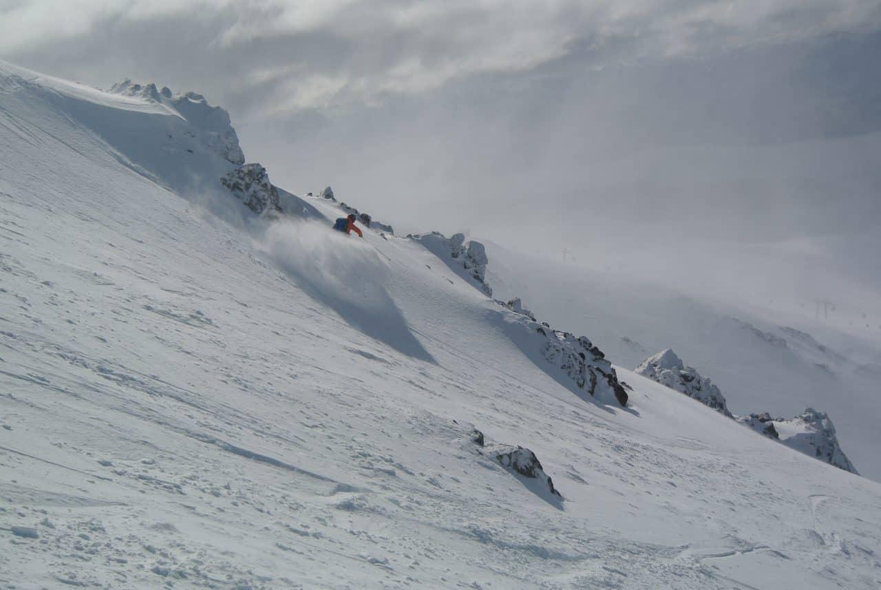 Victor Carrard dans les pentes de Cerro Catedral à Bariloche. Argentine
