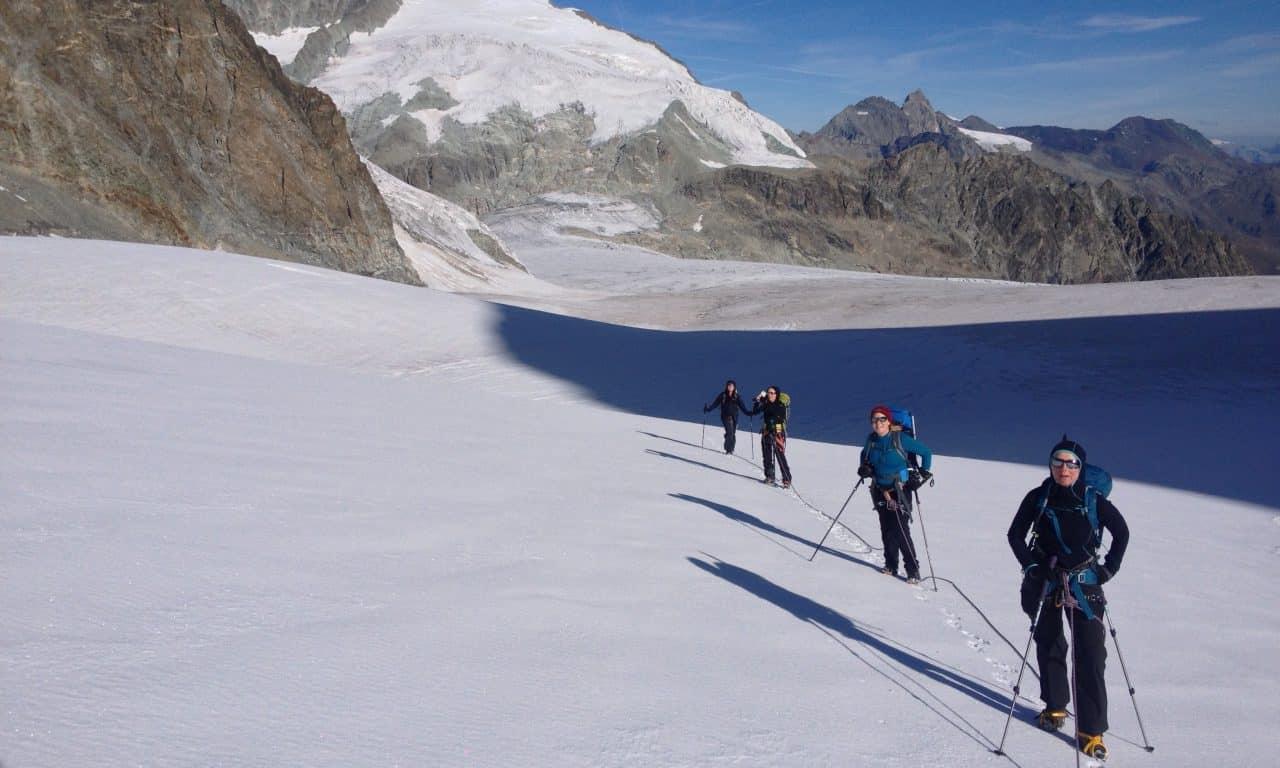 """<span style=""""font-size:1.5em;""""> ALPINISME </span><br/> Haute route Mauvoisin – Zermatt <br/> /// juillet 2018 /// <br/><span style=""""color: #b0cc00;""""> Place disponibles </span>"""