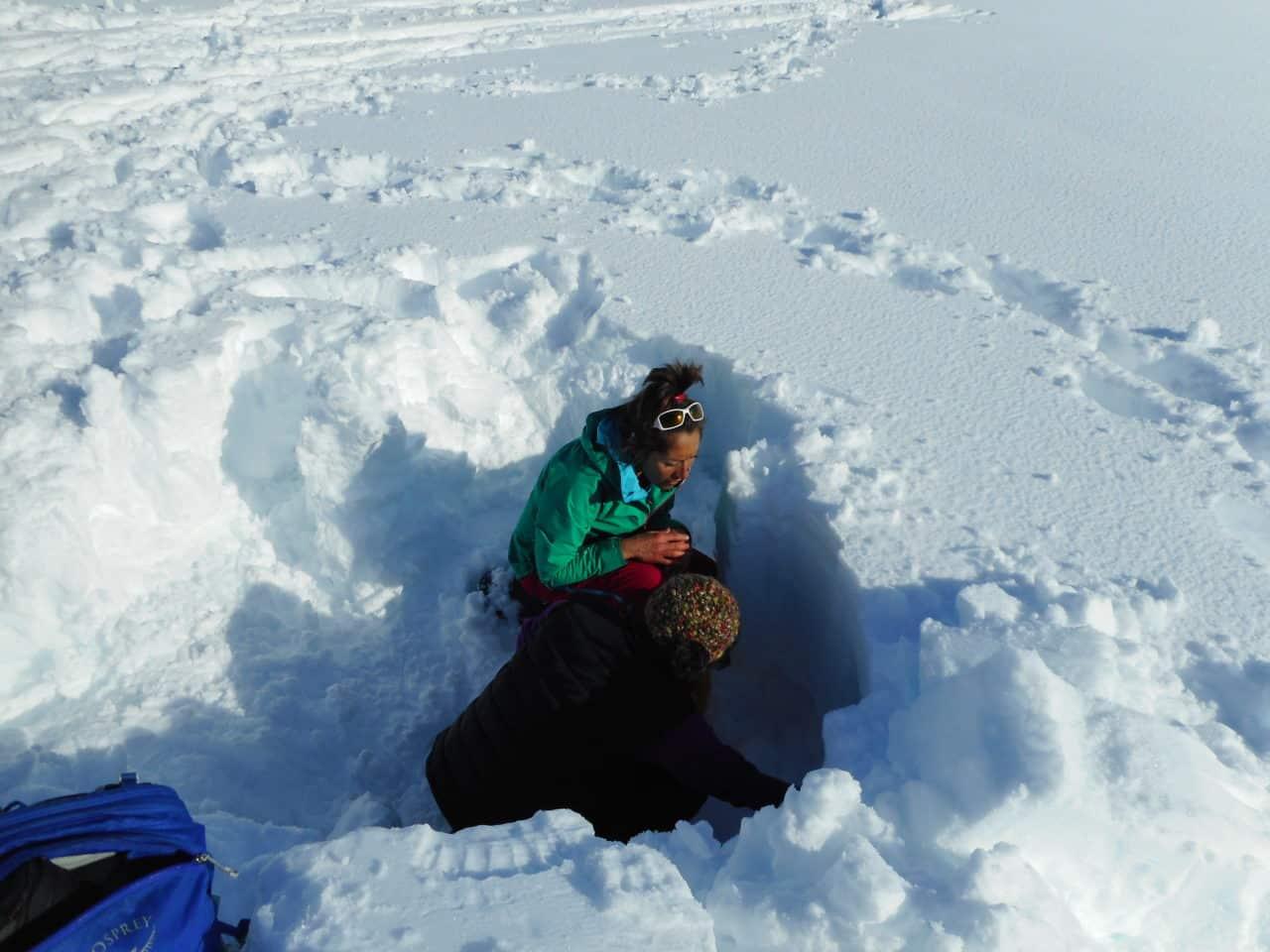 Balade en toute sécurite fjord norvégien, avec Silvana Carrard accompagnatrice pour Helyum.ch
