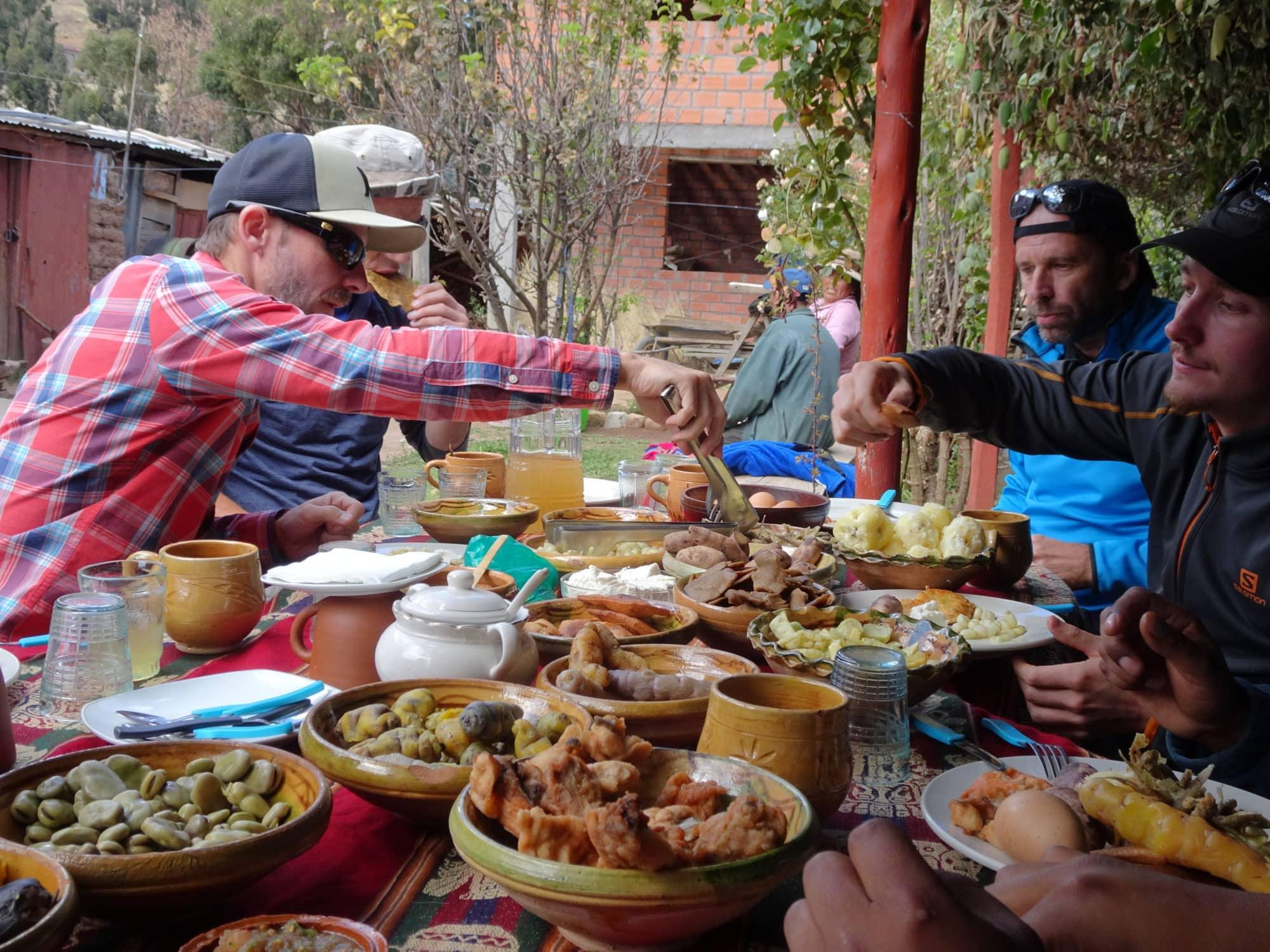 Bolivie, repas chez l'habitant. carrard Xavier