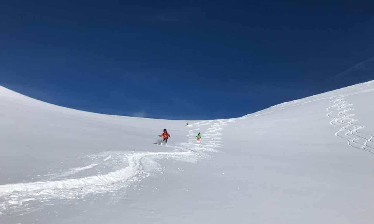 """<span style=""""font-size:1.5em;""""><span class=""""caps"""">SKI</span> </span><br> Initiation ski de randonnée <br> /// Décembre 2020 /// <br><span style=""""color: #b0cc00;""""> Places disponibles</span>"""