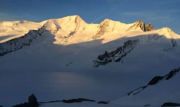 """<span style=""""font-size:1.5em;""""><span class=""""caps"""">SKI</span> </span><br> Les 4000 des Alpes bernoises <br> /// mai 2019 /// <br><span style=""""color: #b0cc00;""""> Places disponibles </span>"""