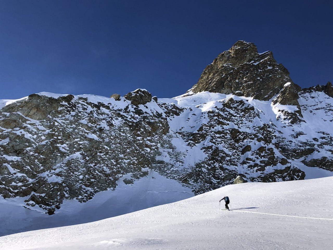 Xavier fait la trace sur le glacier des Aiguilles Rouges, Arolla