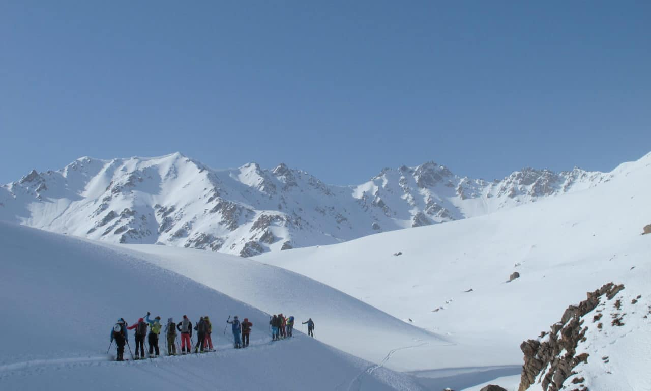 "<span style=""font-size:1.5em;"">SKI</span><br/>Ski au Kirghistan<br/>/// Mars 2023 ///<br/><span style=""COLOR: #B0CC00;""> Places disponibles</span>"