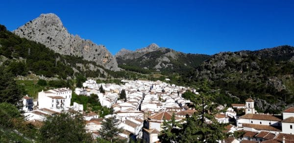 Grazalema pueblo blanco, Randonnées pédestres avec Silvana Carrard accompagnatrice en montagne UIMLA chez Helyum