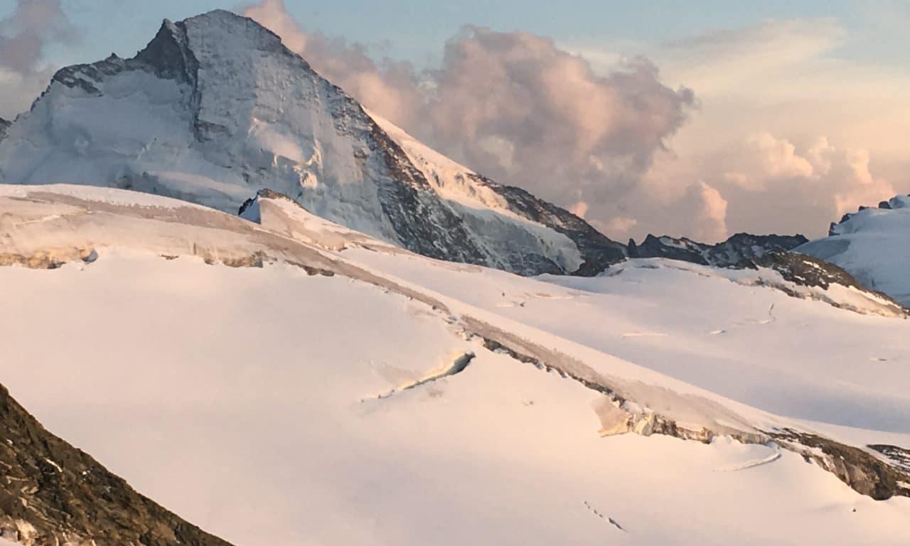 """<span style=""""font-size:1.5em;""""><span class=""""caps"""">ALPINISME</span> </span><br> Haute Route Chamonix Zermatt<br> /// août 2019 /// <br><span style=""""color: #b0cc00;""""> 3places disponibles </span>"""