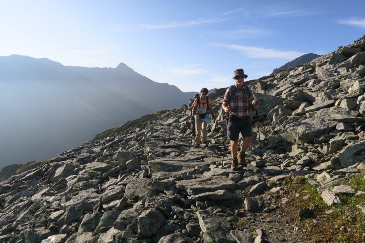 Lever du Soleil dans la Vallée d'Entremont, Col du Grand St. Bernard,