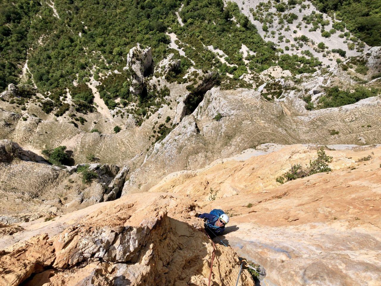 Paroi Rouge à Archiane Diois avec Yann Nussbaumer guide de montagne chez Helyum
