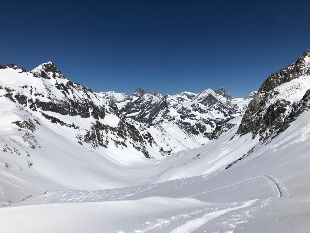 "<span style=""font-size:1.5em;""> SKI </span><br/> Découverte de la Vallpeline <br/> /// Avril 2021 /// <br/><span style=""color: #b0cc00;""> Places disponibles </span>"