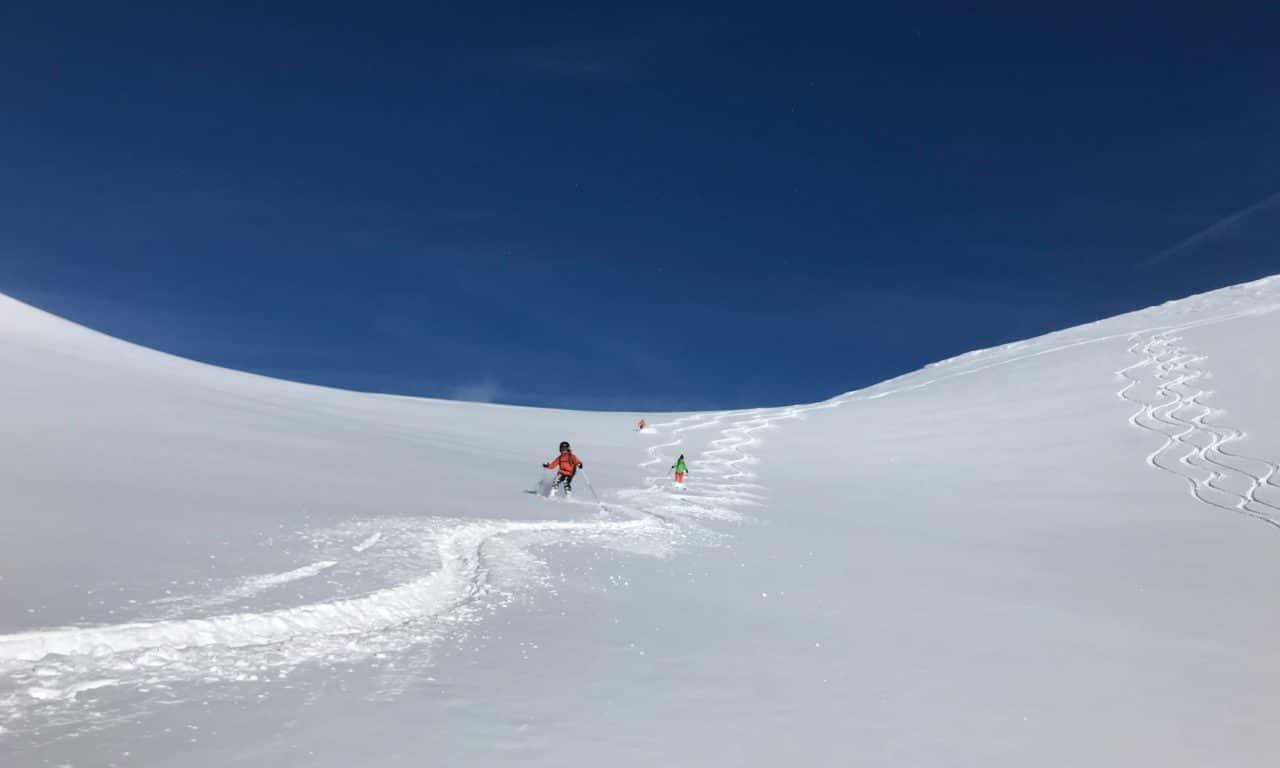 """<span style=""""font-size:1.5em;""""><span class=""""caps"""">SKI</span> </span><br> Initiation ski de randonnée <br> /// janvier 2020 /// <br><span style=""""color: #b0cc00;""""> Place disponible </span>"""