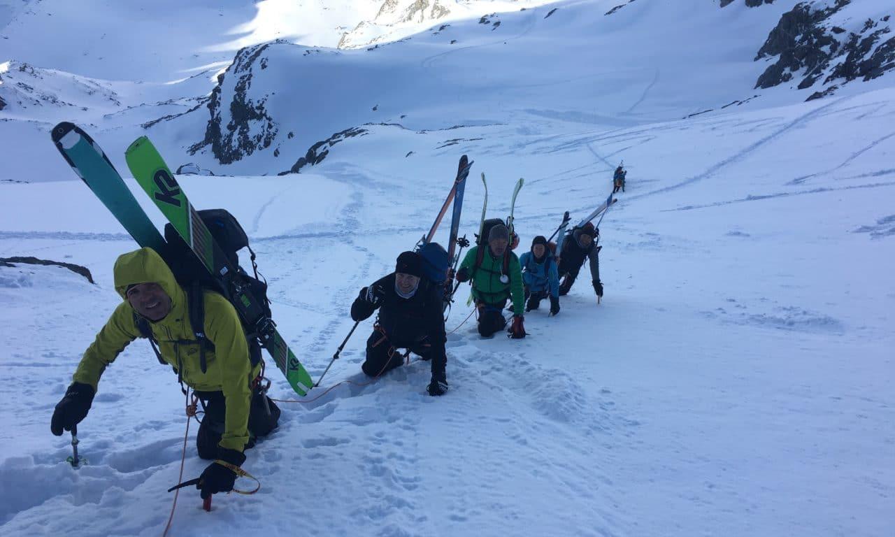 """<span style=""""font-size:1.5em;""""><span class=""""caps"""">SKI</span> </span><br> Haute Route Chamonix-Zermatt <br> /// avril 2020 /// <br><span style=""""color: #b0cc00;""""> Places disponibles </span>"""