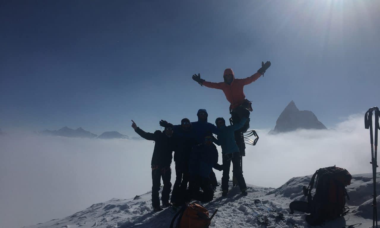 """<span style=""""font-size:1.5em;""""> SKI </span><br/> Haute Route Chamonix-Zermatt <br/> /// Avril 2021 /// <br/><span style=""""color: #b0cc00;""""> 2 places disponibles</span>"""