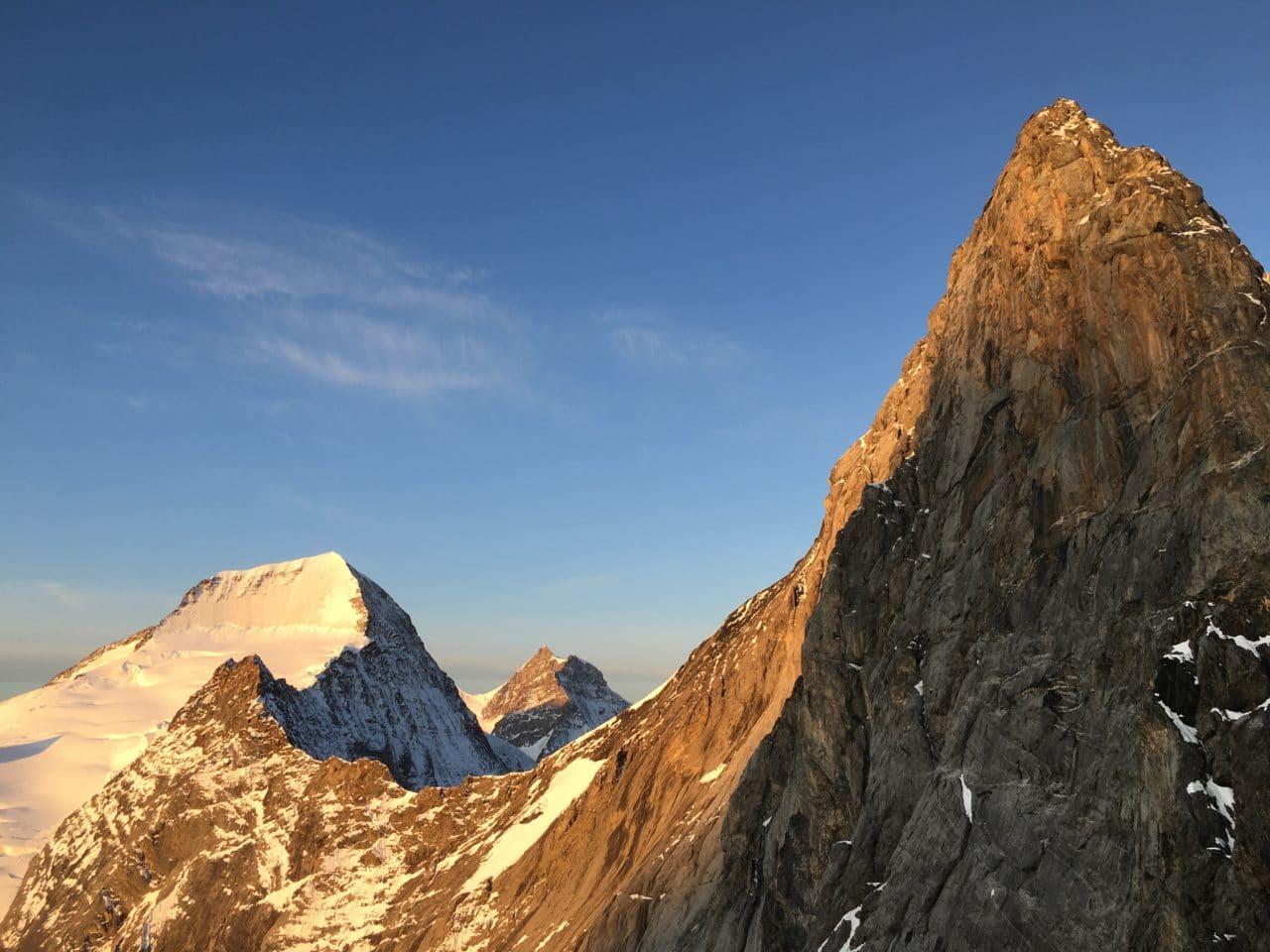 Sommet de l'Eiger et Mönch derrière