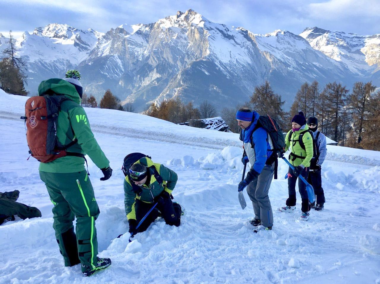 Cours avalanche et DVA avec les guides Helyum Alex Loïc et Yann