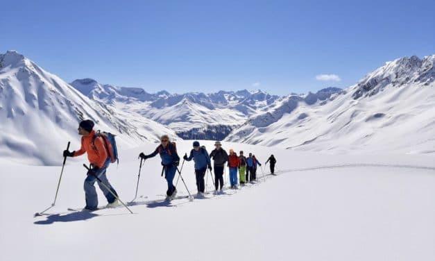 """<span style=""""font-size:1.5em;""""> SKI </span><br/> Ski de randonnée aux Grisons <br/> /// Février 2022 /// <br/><SPAN STYLE=""""COLOR: #B0CC00;"""">Places disponibles</SPAN>"""