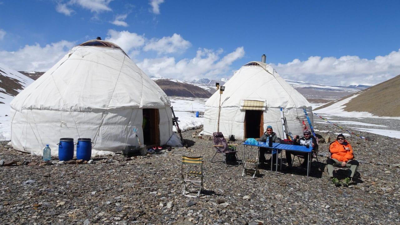 La vie au camp de base. Kirghistan Helyum.ch