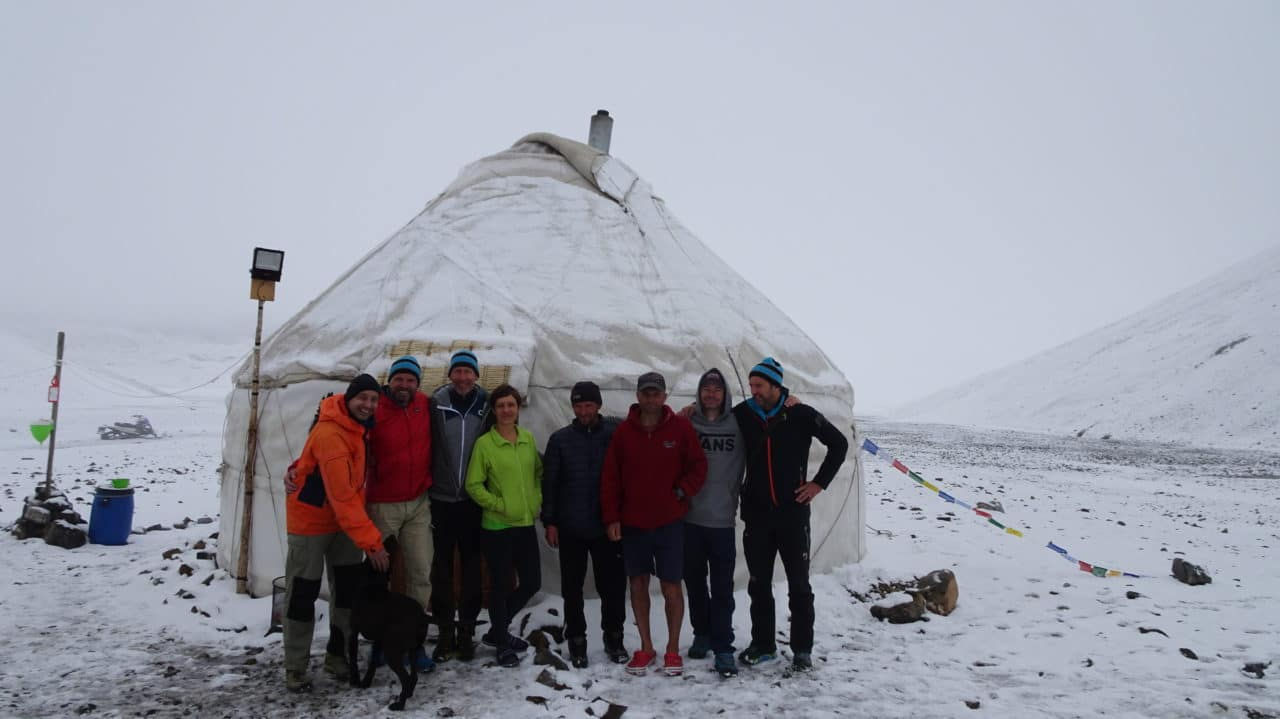 Camp de base au Soyok pass. Kirghistan helyum.ch