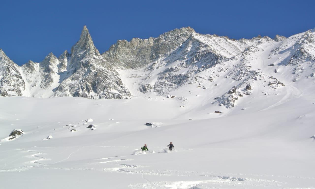 "<span style=""font-size:1.5em;""> SKI </span><br/>Arolla ski sauvage<br/> /// Janvier 2022 /// <br/><span style=""color: #b0cc00;"">Places disponibles</span>"