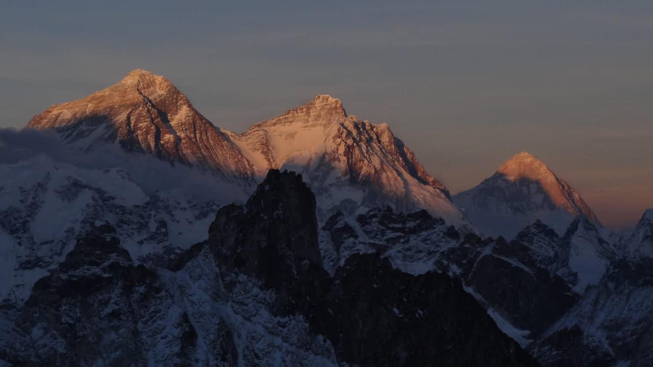 Everest, Lhotse et Makalu. trois géants du Népal. Helyum.ch