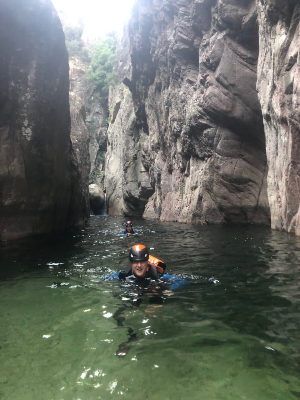 Canyoning Corse avec Jérôme Gottofrey guide de montagne chez Helyum